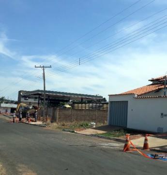 Caminhão bate em poste e deixa Moradores do Bairro sem energia