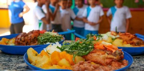 GO: Cartão Alimentação será distribuído para todos os 530 mil estudantes da rede estadual