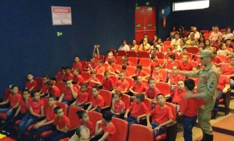 A aula inaugural do Programa Bombeiro Mirim foi um sucesso