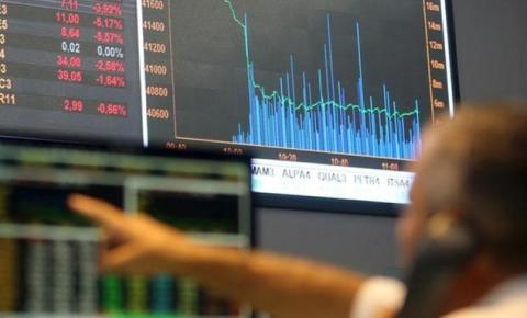 Bolsa fecha acima de 100 mil pontos pela primeira vez em quatro meses