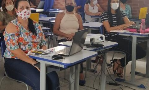 SEMED Morrinhos promove treinamento para as secretárias das Escolas Municipais