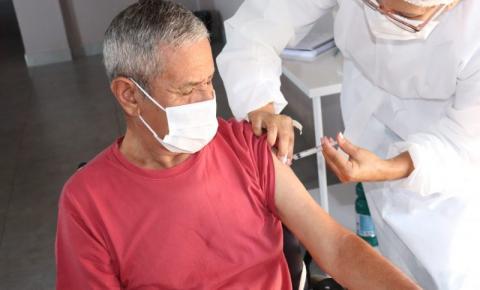 Prefeitura de Morrinhos imuniza idosos do Lar José Passos, Vila Vida e Residência Terapêutica