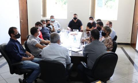 Prefeito Joaquim Guilherme se reúne com vereadores de Morrinhos