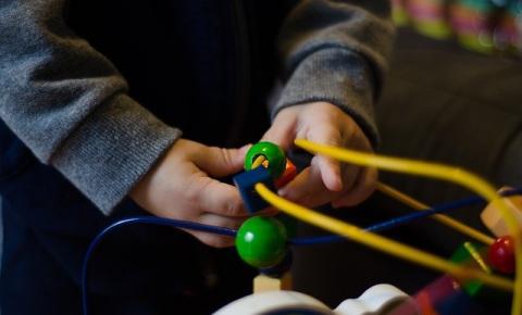 Férias escolares em casa: como brincar e fortalecer o corpo ao mesmo tempo